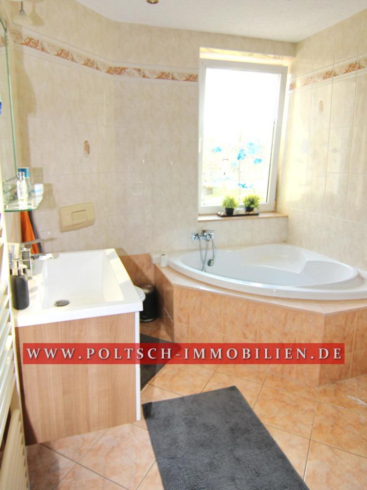 Bad mit Wanne und Dusche Whg. OG