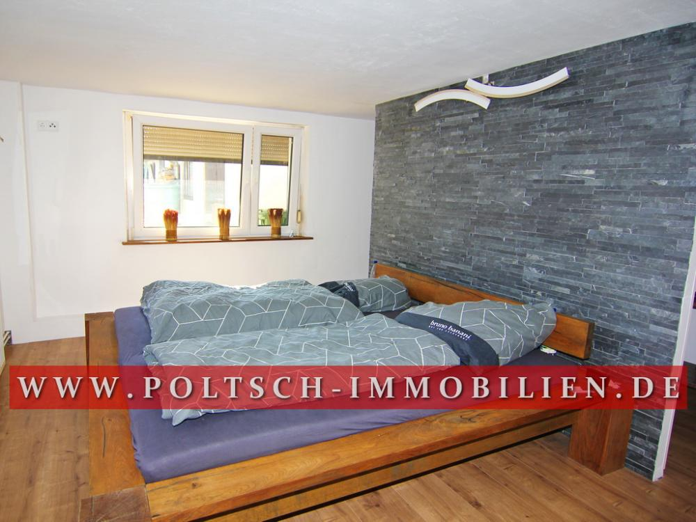 Schlafzimmer mit Raumteiler